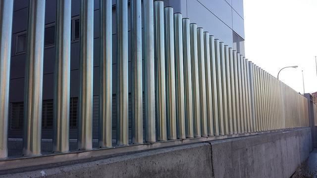 Vinuesa vallas cercados verjas empalizadas con tubos de - Mallas de hierro ...