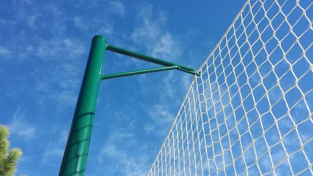 Cerramiento red deportiva colgada