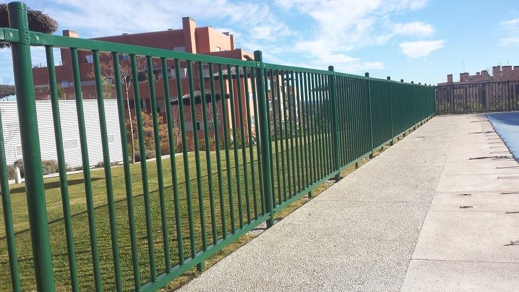 Vinuesa vallas cercados verja de barrotes para piscinas for Vallas metalicas para piscinas