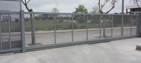 Puerta metálica corredera