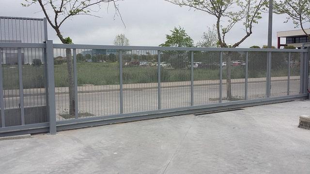 Vinuesa vallas cercados como son las puertas met licas - Vallas para cercados ...