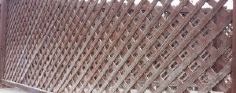 Valla deteriorada de madera