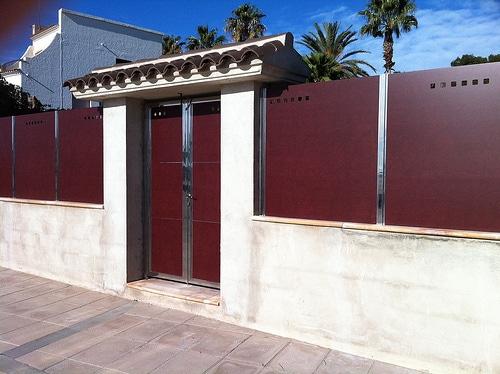 Vinuesa vallas cercados puerta de compacto fenolico htc - Puertas para vallas ...