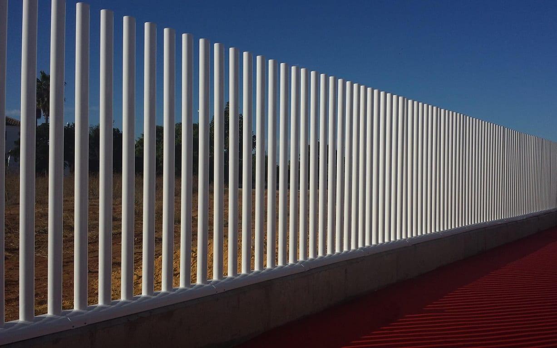 Vinuesa vallas cercados modelos valla verjas empalizada for Vallas de plastico para jardin