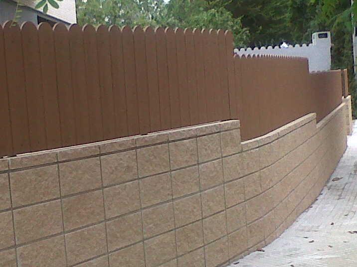 Vinuesa vallas cercados montaje de valla con lamas de for Vallas de pvc para jardin