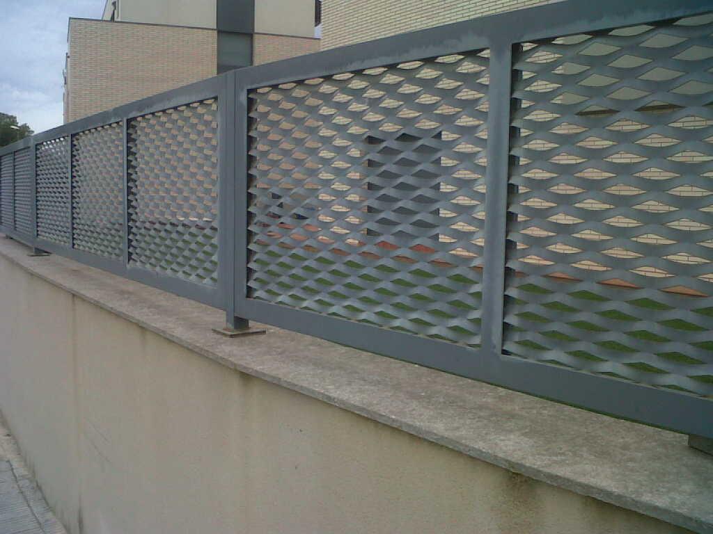 Vinuesa vallas cercados verja residencial de chapa - Puertas de valla ...