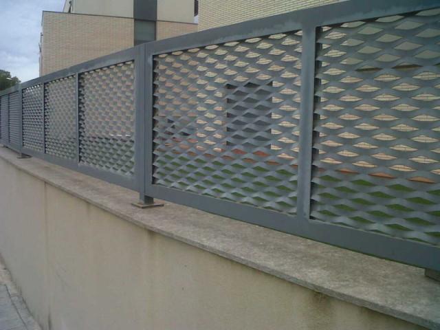 Vinuesa vallas cercados verja residencial chapa deploy e - Cercados y vallas ...