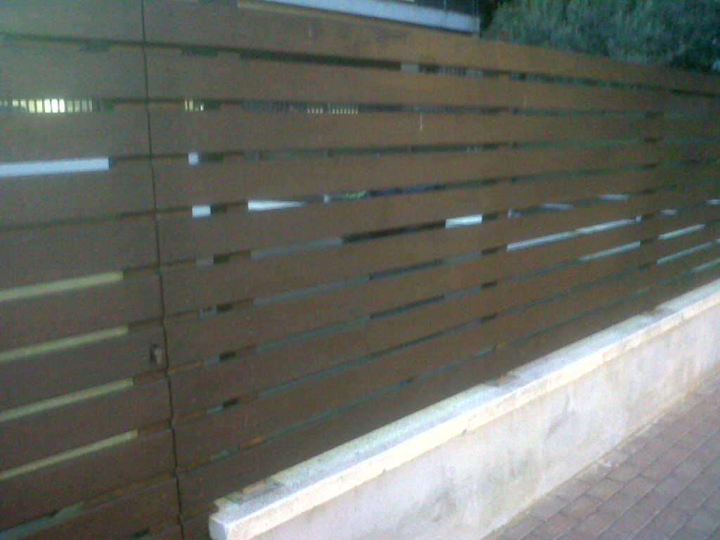 Valla con listones madera vinuesa vallas cercados - Vallas de plastico para jardin ...