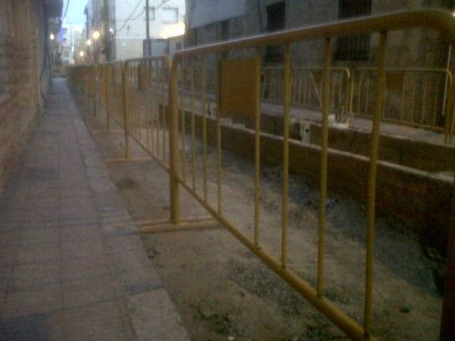 Vinuesa vallas cercados valla peatonal amarilla - Ocultacion vallas jardin ...