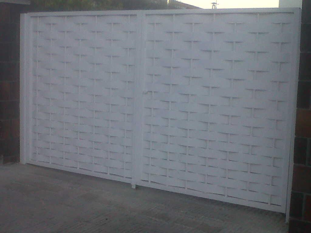 Puerta batiente chapa trenzada vinuesa vallas cercados for Puertas para cercados