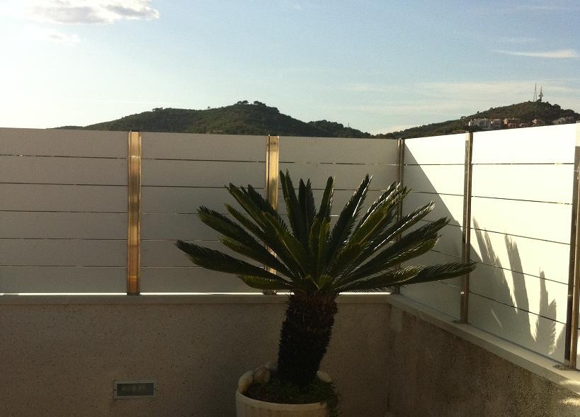 Vinuesa vallas cercados valla ocultaci n compacto fenolico lamas horizontales vinuesa vallas - Ocultacion para jardin ...