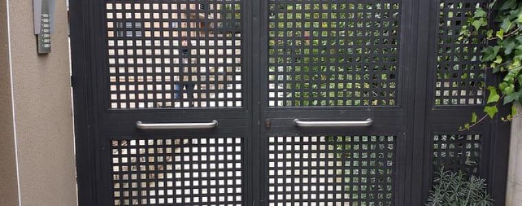 Puerta residencial de chapa perforada