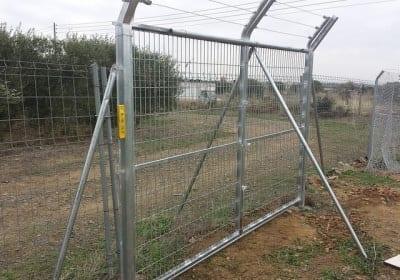 Puerta batiente con espino
