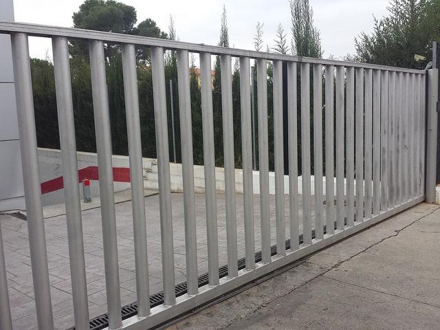 Puerta corredera empalizada