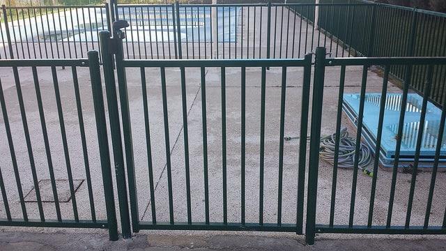 Puerta para piscinas con cierre seguridad