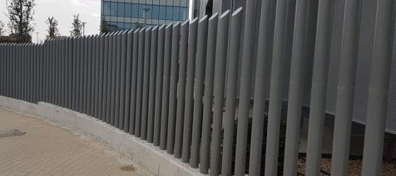 Verja Empalizada con tubos de hierro uso residencial