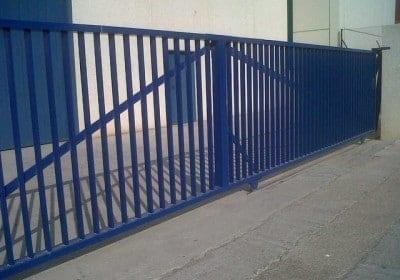 Puerta barrotes combinada