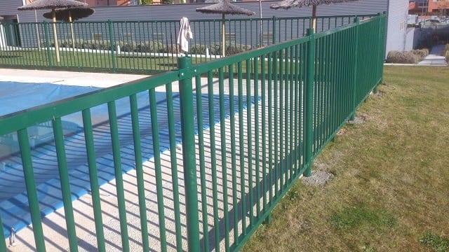 Verja metálica piscinas
