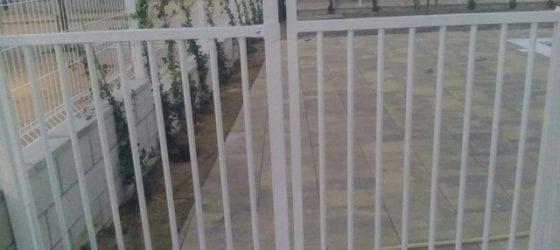 Puerta de seguridad para piscinas