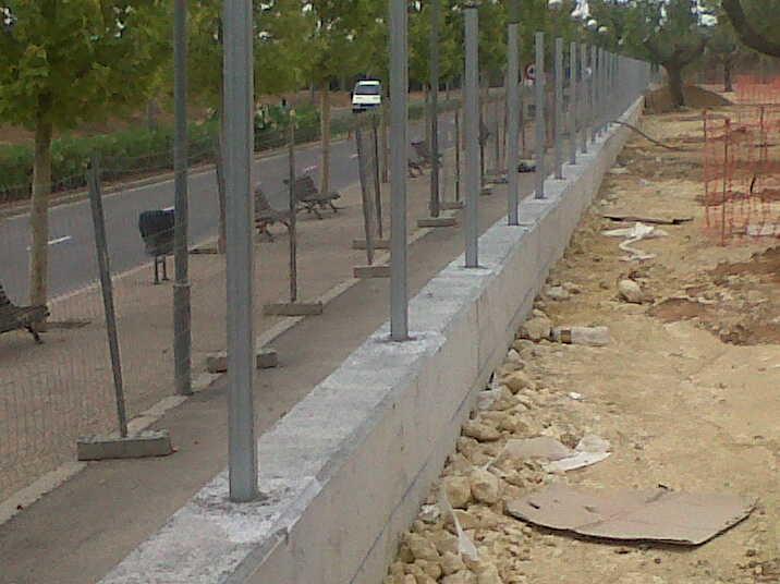 Vinuesa vallas cercados montar valla en 7 pasos bricolaje seguridad montaje - Valla metalica jardin ...