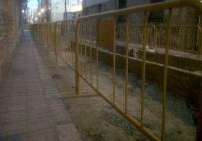 Valla peatonal amarilla