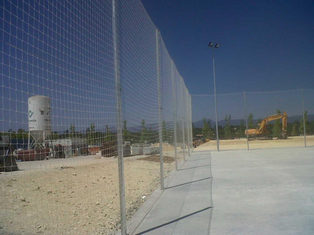 Cerramiento cercado con red pista polideportiva con Red