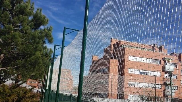 Redes para deportes  y proteccion colgada