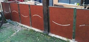 valla divisoria chalet con fenolico troquelado