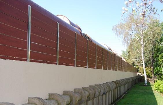 Vinuesa vallas cercados valla ocultacion compacto for Muro de separacion terraza