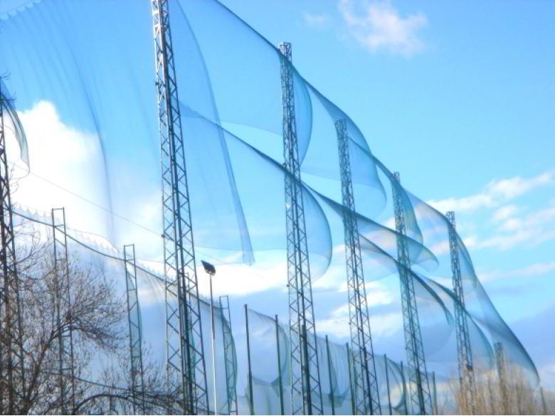 Instalar postes para cercados de gran altura